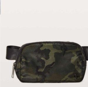 Lululemon Everywhere Belt Bag *1L